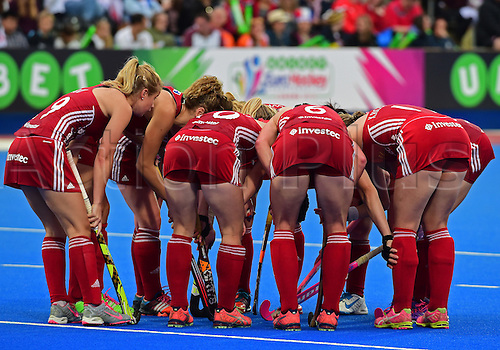 30.08.2015. Lea Valley, London, England. Unibet EuroHockey Championships Day 10. Gold Medal Final. England versus Netherlands. The England team discuss options for the penalty corner