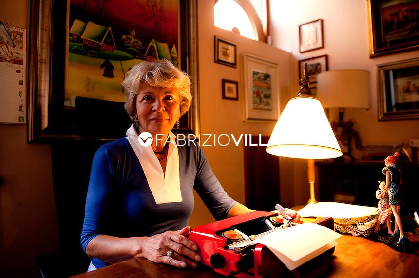 Sveva Casati Modignani nella sua casa a Milano.