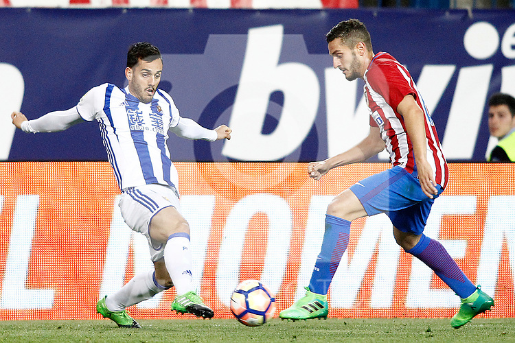 Atletico de Madrid's Koke Resurrecccion (r) and Real Sociedad's Juanmi Jimenez during La Liga match. April 4,2017. (ALTERPHOTOS/Acero)