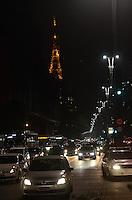 SAO PAULO, 21 DE MAIO DE 2012 - TRANSITO SP - Transito no inicio da noite na Avenida Paulista nesta segunda feira. FOTO:ALEXANDRE MOREIRA - BRAZIL PHOTO PRESS