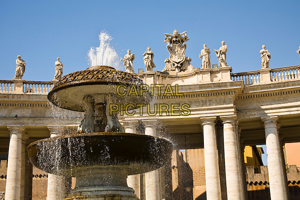 Fountain and colonnade, Saint Peter?s Square, Piazza San Pietro, Vatican City, Rome, Italy