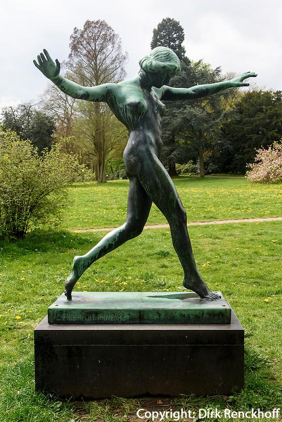 """Bronze """"Tänzerin"""" von Ludolf  Albrecht (1914) im Jenischpark, Hamburg, Deutschland"""