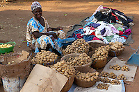 Women selling potatos at the market