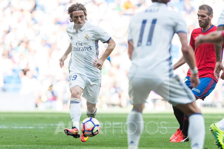 Real Madrid's Luka Modric during the match of La Liga between Real Madrid and Club Atletico Osasuna at Santiago Bernabeu Estadium in Madrid. September 10, 2016. (ALTERPHOTOS/Rodrigo Jimenez)