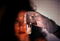 Fecondazione artificiale. Artificial insemination....
