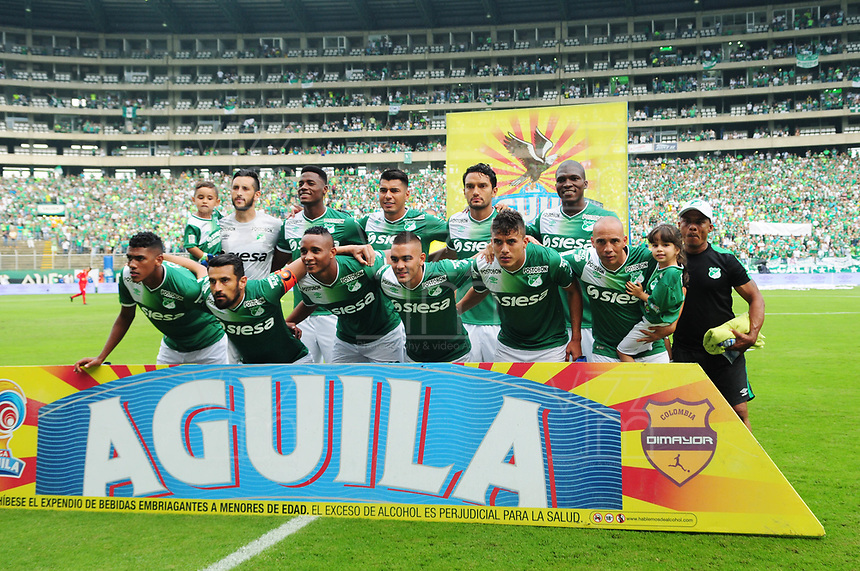 CALI - COLOMBIA -19-03-2017: Los jugadores de Deportivo Cali, posan para una foto, durante partido de la fecha 10 entre Deportivo Cali y America de Cali, por la Liga Aguila I-2017, jugado en el estadio Deportivo Cali (Palmaseca)  de la ciudad de Cali. / The players of Deportivo Cali, pose for a photo, during a match of the date 10 between Deportivo Cali and America de Cali,  for the Liga Aguila I-2017 at the Deportivo Cali (Palmaseca) stadium in Cali city. Photo: VizzorImage  / Nelson Rios / Cont.