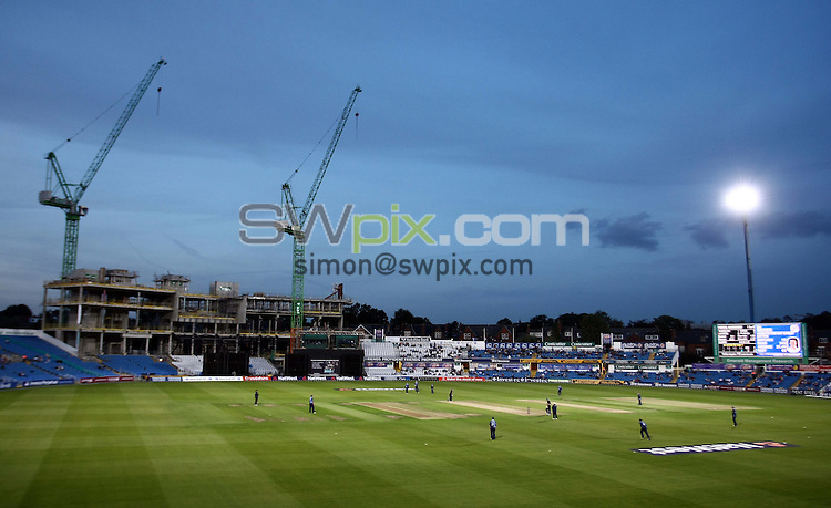 PICTURE BY VAUGHN RIDLEY/SWPIX.COM - Cricket - Pro40 - Yorkshire v Gloucestershire - Headingley, Leeds, England - 10/09/09...Copyright - Simon Wilkinson - 07811267706...GV, General View.