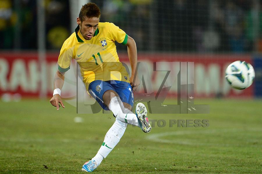 GENEBRA, SUICA, 21 DE MARCO DE 2013 - Neymar jogador da Selacao brasileira durante partida amistosa contra a Itália, disputada em Genebra, na Suíça, nesta quinta-feira, 21. O jogo terminou 2 a 2. FOTO: PIXATHLON / BRAZIL PHOTO PRESS
