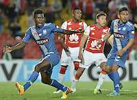 BOGOTÁ - COLOMBIA -29-09-2015: Fernando Pinillo jugador de Emelec lamenta fallar un gol durante el encuentro de vuelta entre Independiente Santa Fe (COL) y Emelec (ECU) por octavos de final, llave C, de la Copa Sudamericana 2015 jugado en el estadio Nemesio Camacho El Campín de la ciudad de Bogota./ Fernando Pinillo player of Nacional regrets fail to score during secong leg match between Independiente Santa Fe (COL) and Emelec (ECU) for the knockout stages, key C, of the Copa Sudamericana 2015 played at Nemesio Camacho El Campin stadium in Bogota city.  Photo: VizzorImage/ Gabriel Aponte /Staff