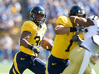 Shane Vereen of California runs the ball during the game against UCLA at Memorial Stadium in Berkeley, California on October 9th, 2010.   California defeated UCLA, 35-7.