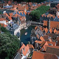 Belgium, West-Flanders, Bruges: View over rooftops and canal from the Belfry   Belgien, Westflandern, Provinzhauptstadt Bruegge: Blick vom Glockenturm des Rathauses ueber die Daecher der Altstadt und den Kanal