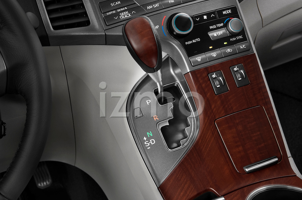 Gear shift detail view of a 2009 Toyota Venza