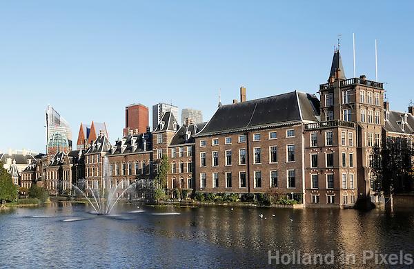 Nederland Den Haag 2015 09 27. De Hofvijver bij het Binnenhof.