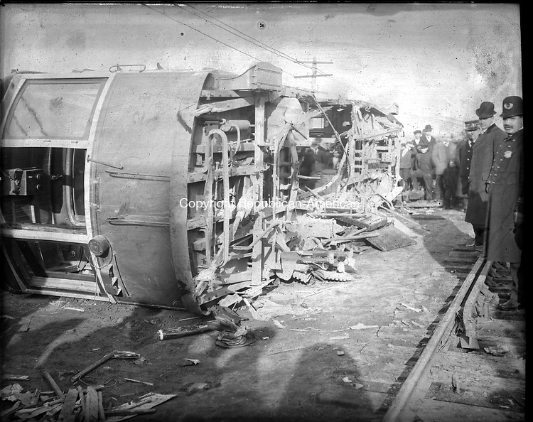 Frederick Stone negative. Trolly accident Nov. 29, 1907. See note for more info.