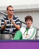 16-6-09, Rosmalen, Tennis, Ordina Open 2009, Robin Haase(R) en bondscoach Jan Siemerink bekijken de verrichtingen van Thiemo dde Bakker