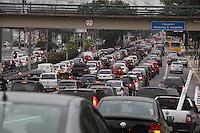 SAO PAULO, SP, 27/07/2012, TRANSITO. É grande o transito na Av. Radial Leste sentido Z. Leste na tarde de hoje (27). Luiz Guarnieri/ Brazil Photo Press.
