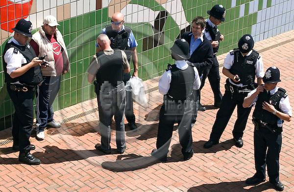 LONDON - UNITED KINDOM -- 07 JULY 2007 -- Wembley stadium Live Earth concert. -- Police arresting a blackmarket dealer. -- PHOTO: JUHA ROININEN / EUP-IMAGES