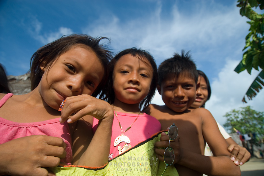 Friendly Kuna kids, Comarca De Kuna Yala, San Blas Islands, Panama