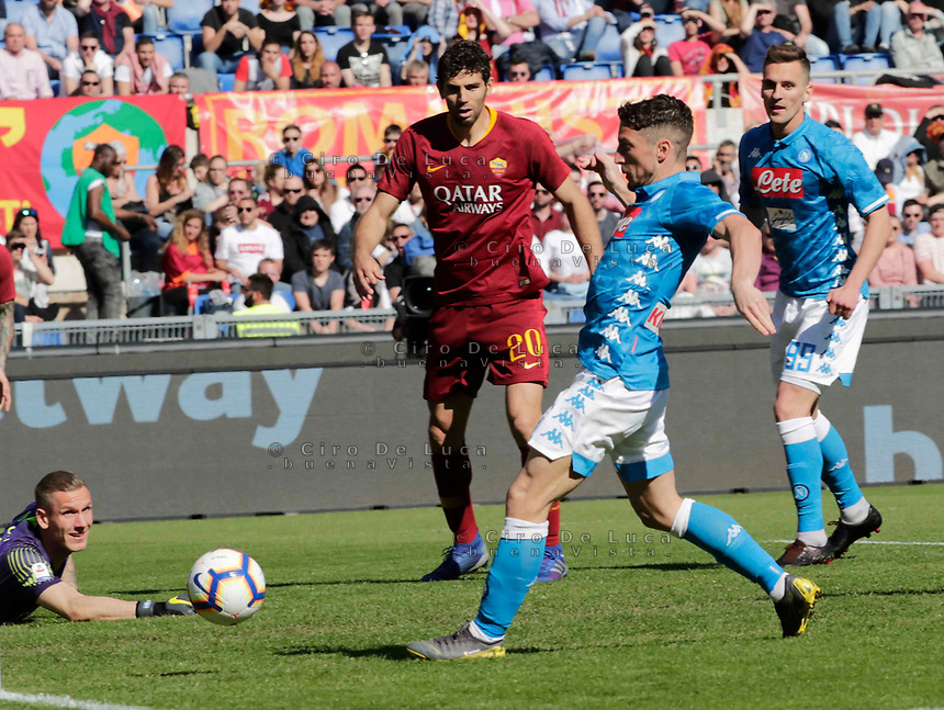 Dries Mertens of Napoli shoots and scores during the  italian serie a soccer match, AS Roma -  SSC Napoli       at  the Stadio Olimpico in Rome  Italy , March 31, 2019