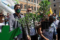 (From L to R) Riccardo Magi MP & Matteo Mantero MP.<br />