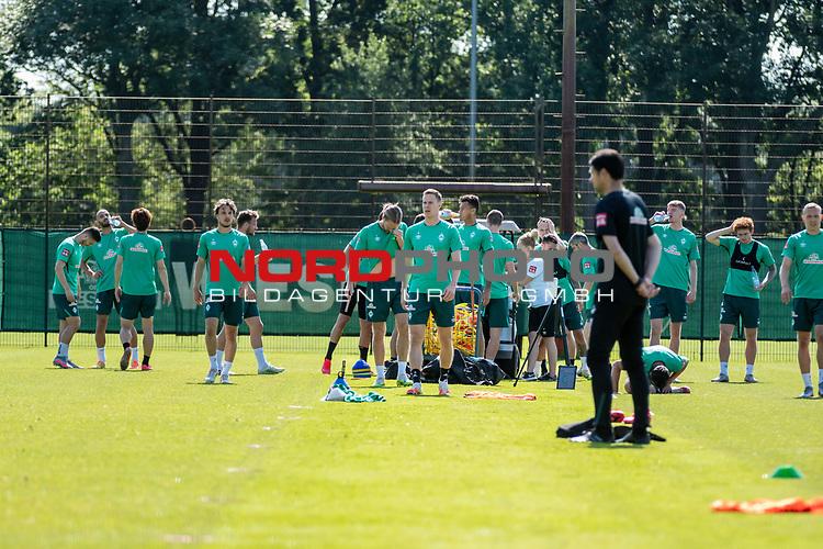 24.06.2020, wohninvest Weserstadion Trainingsplatz, Bremen, GER, 1. FBL, Training SV Werder Bremen, <br /><br />im Bild<br />die Mannschaft vom SV Werder Bremen.<br /><br />Foto © nordphoto / Paetzel