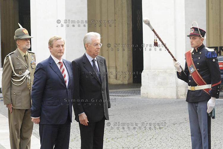 Roma, 21 Settembre 2012.Palazzo Chigi.Incontro tra il primo ministro italiano  Mario Monti e il Premier irlandese Enda Kenny..Nella foto iil picchetto d'onore con i Granatieri di Sardegna