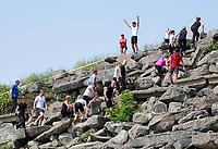 Nederland - Spaarnwoude 2018. De Strong Viking Hills Edition vindt plaats in recreatiegebied Spaarnwoude. Obstacle Run. De klimmuur is onderdeel van de run. Dit  kunstobject dat ontworpen is door de Leidse beeldhouwer Frans de Wit Het object is een klimmuur en heeft als doel kunst en recreatie te integreren. Foto Berlinda van Dam / Hollandse Hoogte.