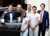 Da sinistra, il Presidente del Consiglio Matteo Renzi, l'amministratore delegato della Fiat Sergio Marchionne, i componenti del team di produzione Elisabetta D'Apolito, Ennio Meccia e Luciano Tisci ed il presidente John Elkann, durante la presentazione della nuova autovettura Jeep Renegade, a Palazzo Chigi, Roma, 25 luglio 2014.<br /> From left, Italian Premier Matteo Renzi, Fiat CEO Sergio Marchionne, production team's members Elisabetta D'Apolito, Ennio Meccia and Luciano Tisci and chairman John Elkann, right, attend the presentation of the new Jeep Renegade model car at Chigi Palace, Rome, 25 July 2014.<br /> UPDATE IMAGES PRESS/Riccardo De Luca