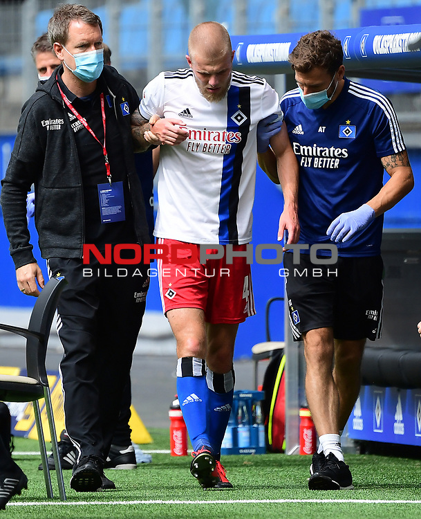 v.l. Mannschaftsarzt Dr. Goetz Welsch, Rick van Drongelen (verletzt), Physiotherapeut Andreas Thum<br />