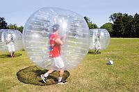 Nederland Zaandam 2015 06 11 .  Bumberballz : voetbal in plastic ballen.