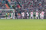 15.04.2018, Weser Stadion, Bremen, GER, 1.FBL, Werder Bremen vs RB Leibzig, im Bild<br /> <br /> Freisto&szlig; Emil Forsberg (RB Leipzig #10) <br /> Jiri Pavlenka (Werder Bremen #1) haelt <br /> <br /> Foto &copy; nordphoto / Kokenge