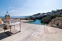 Castro Marina - Salento - Puglia - Porto di Castro Marina. In primo piano il gazebo per i servizi turistici.