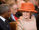 Nederland, Den Haag, 12-04-2006. Koningin Beatrix (R)  in gesprek met Kofi Annan, secretaris generaal van de NAVO . 60 jarig bestaan van het gerechtshof..© foto Michael Kooren/Hollandse Hoogte.