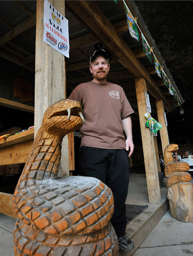 Rattlesnake Saloon near Tuscumbia, AL.   William Foster, owner.   (The Huntsville Times/Bob Gathany Photographer)