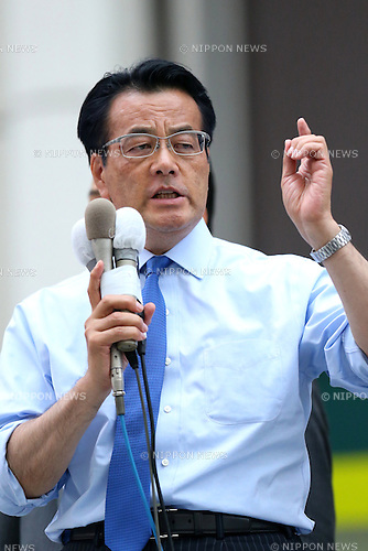 Katsuya Okada, leader of the main opposition Democratic Party (DP) attends a stump speech in support of Toshio Ogawa, a DP candidate, in Tokyo's Shinjuku area, Japan on June 22, 2016. Official election campaign kicked off on Wednesday for the July 10 upper house election. (Photo by AFLO)