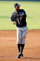 August 16, 2009:  Third Baseman Jimmy Paredes of the Staten Island Yankees during a game at Dwyer Stadium in Batavia, NY.  Staten Island is the Short-Season Class-A affiliate of the New York Yankees.  Photo By Mike Janes/Four Seam Images
