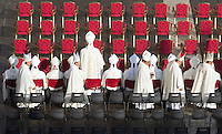 Prelati arrivano per la messa di Papa Francesco in occasione della conclusione del Giubileo della Misericordia, in Piazza San Pietro, Citta' del Vaticano, 20 novembre 2016.<br /> Prelates arrive for the Pope Francis' Mass on the occasion of the conclusion of the Jubilee of Mercy, in St. Peter's Square at the Vatican, 20 November 2016.<br /> UPDATE IMAGES PRESS/Riccardo De Luca<br /> <br /> STRICTLY ONLY FOR EDITORIAL USE