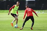 Marius Wolf (Eintracht Frankfurt) gegen Mijat Gacinovic (Eintracht Frankfurt) - 01.05.2018: Eintracht Frankfurt Training, Commerzbank Arena