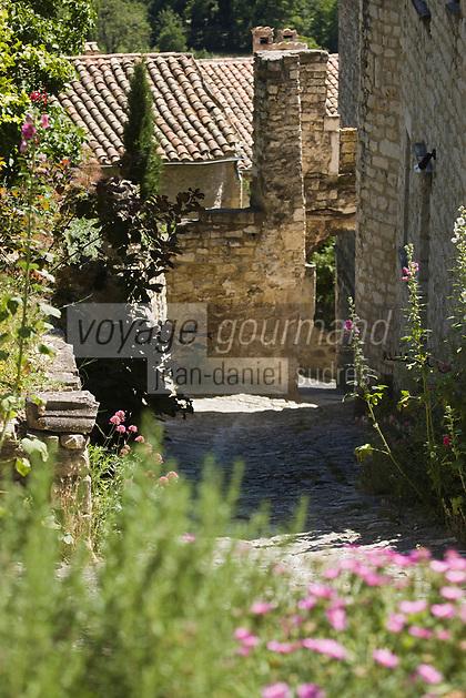 Europe/France/Rhône-Alpes/26/Drôme/Le Poët-Laval: Ancienne commanderie de l'ordre de Malte - ruelle du village médiéval