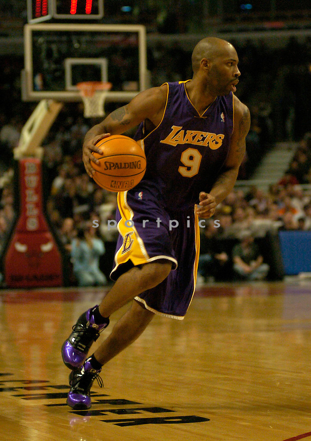 Chucky Atkins during the Los Angeles Lakers v. Chicago Bulls game on December 1, 2004...Bulls win 92-84..Chris Bernacchi / SportPics