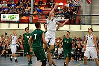 UITHUIZEN - Basketbal , Donar - Groene Uilen met meet en greet na afloop, voorbereiding seizoen 2018-2019, 01-09-2018 Donar speler Grant Sitton