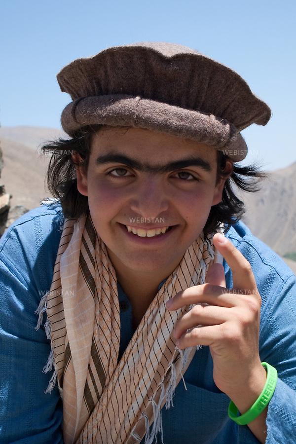 AFGHANISTAN - VALLEE DU PANJSHIR - 11 aout 2009 :.Portrait de Delazad Deghati lors d'une marche dans la vallee du Panjshir. ..AFGHANISTAN - PANJSHIR VALLEY - August 11th, 2009 : Delazad Deghati on a walk through the Panjshir Valley.