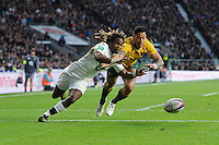 Marland Yarde of England just outruns Israel Folau of Australia to score a try during the Old Mutual Wealth Series match between England and Australia at Twickenham Stadium on Saturday 3rd December 2016 (Photo by Rob Munro)