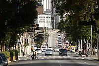 ATENCAO EDITOR: FOTO EMBARGADA PARA VEICULOS INTERNACIONAIS - SÃO PAULO, 22 DE SETEMBRO, 2012 - TRÂNSITO SP - DIA MUNDIAL DO DIA SEM CARRO - No dia mundial sem carro trafego intenso no Viaduto Orlando Murgel  que foi liberado parcialmente  pós incendio na favela do Moinho. Por determinacao da companhia de trafego de SP a pista que dá sentido ao centro ainda se mantem interdidata para vistoria, na tarde desse sabado, 22 - FOTO LOLA OLIVEIRA - BRAZIL PHOTO PRESS
