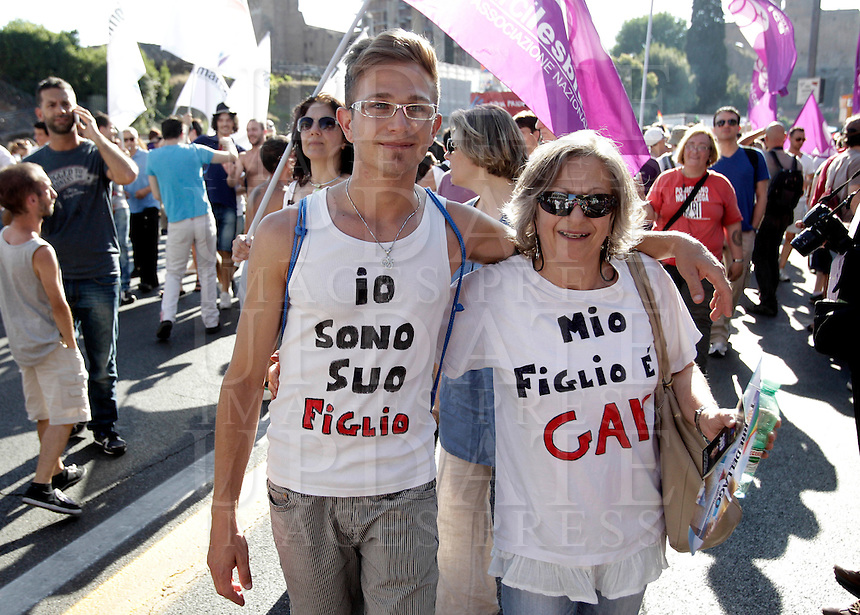 """Partecipanti al Gay Pride, Roma, 23 giugno 2012..Demonstrators wear t-shirts reading """"I am her son"""". left, and """"My son is gay"""" during the Gay Pride in Rome, 23 june 2012..© Riccardo De Luca"""