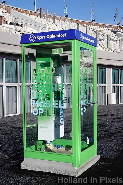 Nederland Amsterdam - 2018.  KPN oplaadcel voor mobieltjes op de Coolste Baan . Foto Berlinda van Dam / Hollandse Hoogte