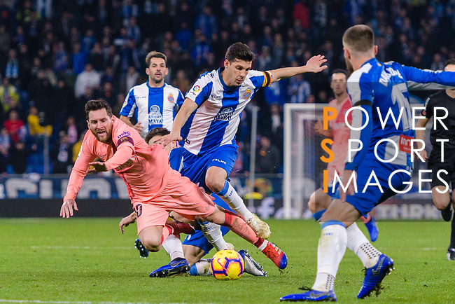 Lionel Messi of FC Barcelona (L) is challenged by Javi Lopez of RCD Espanyol (R) during the La Liga 2018-19 match between RDC Espanyol and FC Barcelona at Camp Nou on 08 December 2018 in Barcelona, Spain. Photo by Vicens Gimenez / Power Sport Images