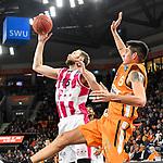 05.01.2020, ratiopharm arena, Neu-Ulm, GER, BBL, ratiopharm ulm vs Telekom Baskets Bonn, <br /> im Bild Alec Brown (Bonn, #15) setzt sich gegen Derek Willis (Ulm, #35) durch<br /> <br /> Foto © nordphoto / Hafner