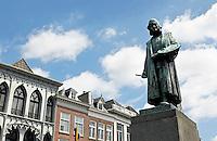 Nederland  Den Bosch  2016 . Beeld van Jheronimus Bosch op het Marktplein. Foto  Berlinda van Dam / Hollandse Hoogte