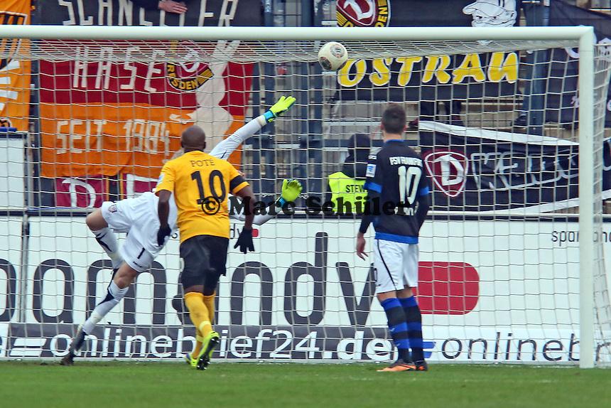 Patric Klandt (FSV) machtlos beim Freistoss zum 0:1 - FSV Frankfurt vs.Dynamo Dresden, Frankfurter Volksbank Stadion